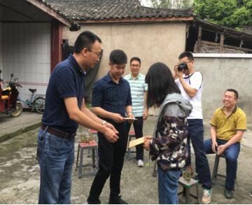 大邑县妇联集多方力量为贫困学生提供学业帮扶